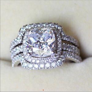 (Size 7) new 10K gold engagement ring set